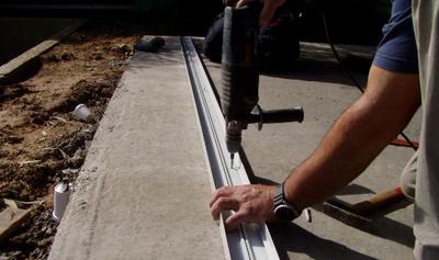 קדיחה בפרופיל והצמדה לבטון