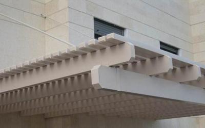פרגולה תלויה – לניצול מרבי של שטח המרפסת