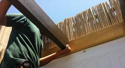 בניית פרגולה מאלומיניום במראה עץ