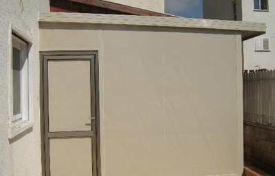 בניית חדר בכניסה לבית
