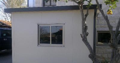 תוספת בניה בחצר